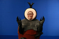 カブトムシ斎藤役を演じるカンニング竹山。着ぐるみ姿の自分を省みて「怖い」「居たら気持ち悪い」と感じたとか。