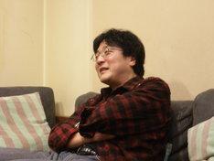 「町山智浩の、漫画師に訊け!」のパーソナリティ町山智浩。新井英樹「ザ・ワールド・イズ・マイン」とトルストイ「戦争と平和」の類似性を語るなど、作家とともに作品の新たな魅力を引き出す。