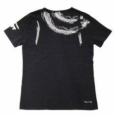 Tシャツ「ルフィ」のバックは、麦わら帽子を頭から脱いだ状態の背をイラスト化したデザイン。(C)尾田栄一郎/集英社・フジテレビ・東映アニメーション