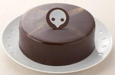 「エヴァンゲリオンケーキ(使徒チョコレートケーキ)」。お皿は商品に含まれないのでご注意。(C)カラー