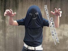 「黒ずくめの組織Tシャツ」使用例。(C)青山剛昌/小学館・読売テレビ・TMS 1996