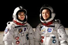 スペースシャトルに搭載した映画「宇宙兄弟」の写真。(c)2012「宇宙兄弟」製作委員会
