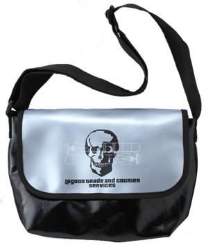 「ブラック・ラグーン」グッズの1つ「ラグーン商会メッセンジャーバッグ」。
