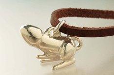 「ティンティナブラムシルバーペンダントトップ」。スターリングシルバー製だけにご利益も期待できそうだ。(c)MARI YAMAZAKI 2011