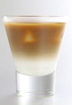 訣別もまた、宿命 (苦味の強いコーヒーと牛乳のアイスカフェオレ)(c)三浦建太郎(スタジオ我画)・白泉社/BERSERK FILM PARTNERS