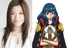 セクシーな女科学者アイン(右)を演じる篠原涼子(左)。