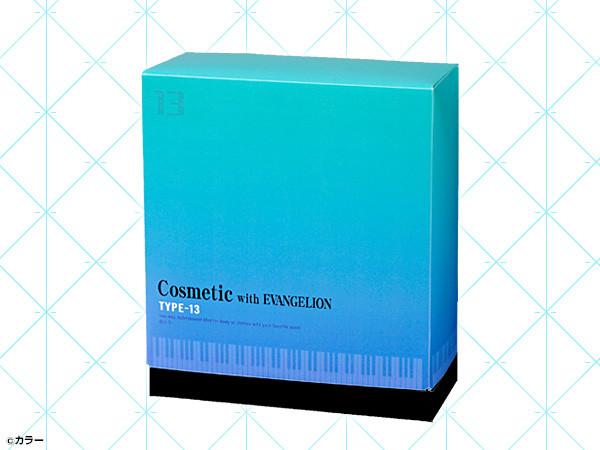 「Cosmetic with EVANGELION 2WAY フレグランスミスト TYPE-13」パッケージ。裏面にはシンジとカヲルのイラストが描かれている。(c)カラー