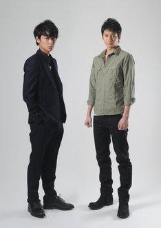 左から、綾野剛、向井理。 (c)TBS