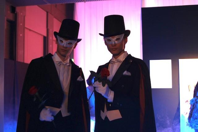 タキシード仮面は会場に2人登場。来場者が一緒に撮影を楽しんだ。
