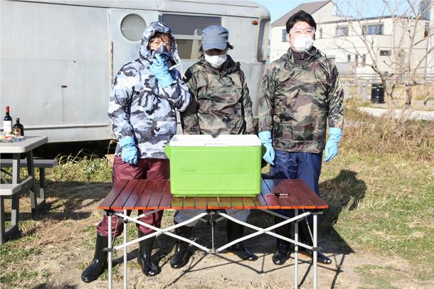 マスクを装着する3人。(c)SHUEISHA Inc. All rights reserved.