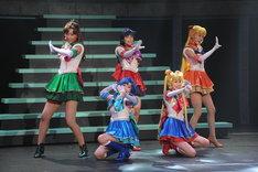 ミュージカル「美少女戦士セーラームーン ~Petite Etrangere~」より、セーラームーン、マーキュリー、マーズ、ジュピター、ヴィーナス。