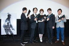 (左から)神谷浩史、関智一、花澤香菜、野島健児、塩谷直義監督。