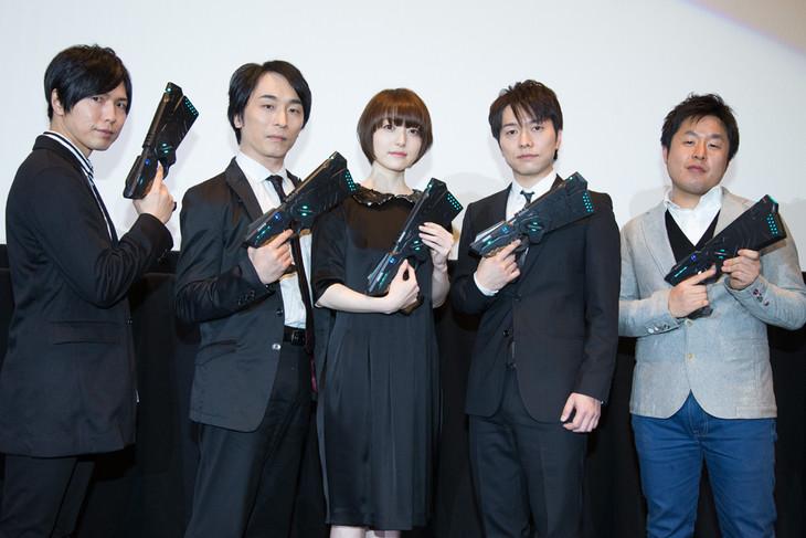 「劇場版 PSYCHO-PASS サイコパス」舞台挨拶の様子。(左から)神谷浩史、関智一、花澤香菜、野島健児、塩谷直義監督。