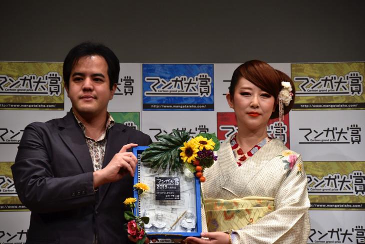 プレゼンターを務めた大場渉氏(左)と東村アキコ。
