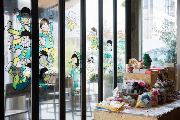 「WOW!赤塚不二夫カフェ」の店内の様子。