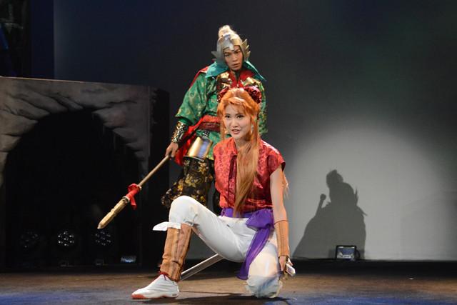 舞台「龍狼伝」公開稽古の様子。志狼たちは蓮花(坂田しおり)に出会う。