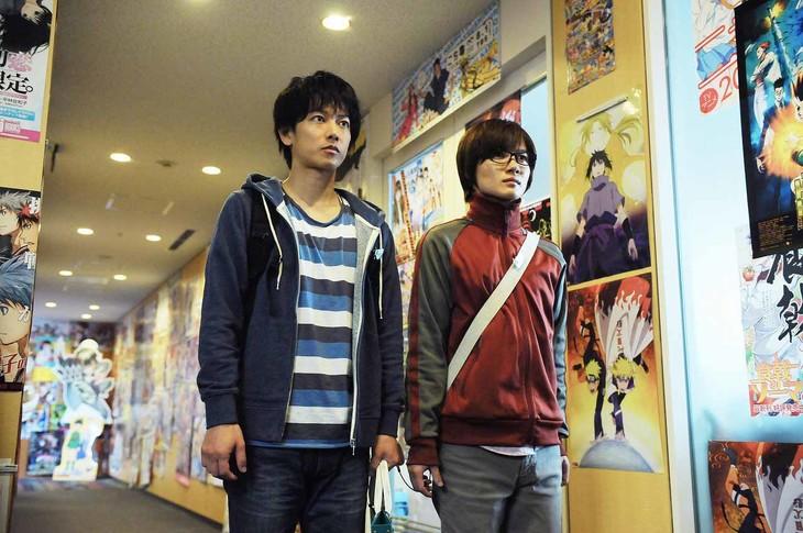 映画「バクマン。」の場面写真。佐藤健演じる真城最高(左)と神木隆之介演じる高木秋人。(c)2015 映画「バクマン。」製作委員会
