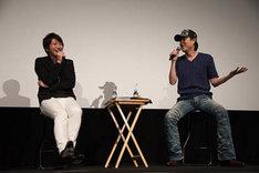 小野大輔(左)と子安武人。