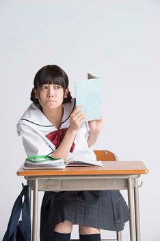 清水富美加が演じる横井るみ。(c)2015森繁拓真・KADOKAWA刊/ドラマの関くん製作委員会