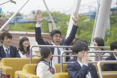 映画「俺物語!!」より、バイキングに乗ったキャスト陣。(c)アルコ・河原和音/集英社 (c)2015映画「俺物語!!」製作委員会