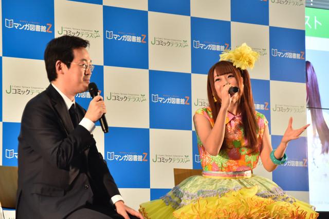 赤松健とでんぱ組.incの成瀬瑛美が出演したトークセッションの様子。
