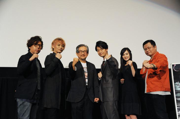 「サイボーグ009VSデビルマン」舞台挨拶の様子。左から日野聡、浅沼晋太郎、永井豪、福山潤、M・A・O、監督の川越淳。