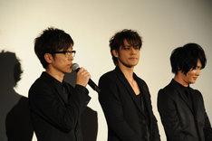 (左から)戸崎優役の櫻井孝宏、永井圭役の宮野真守、海斗役の細谷佳正。