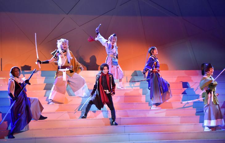 「ミュージカル『刀剣乱舞』 トライアル公演」ゲネプロ公演より、刀剣男士6人。