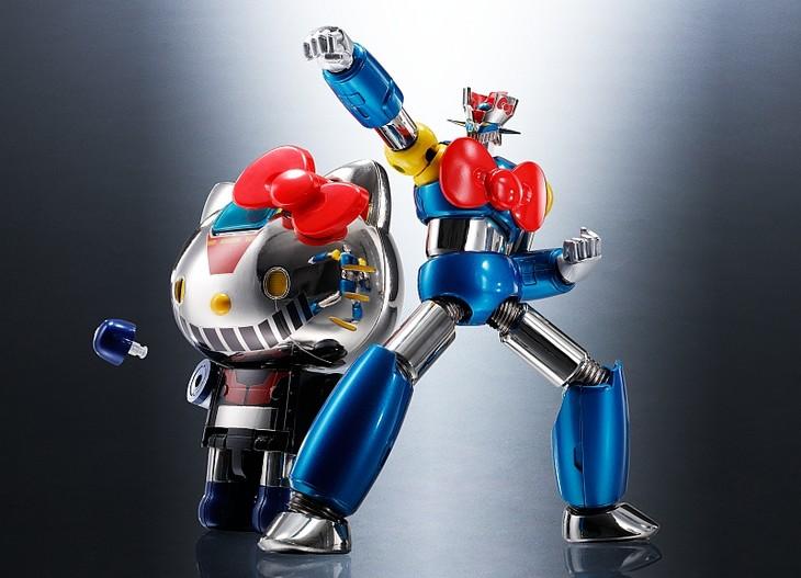 左から「超合金 ハローキティ(マジンガーZカラー)」、「超合金 マジンガーZ(ハローキティカラー)」。