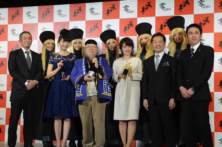 (前列左から)株式会社美少年の代表取締役・千堂敬一郎、おのののか、松本零士、磯山さやか、熊本県菊池市長・江頭実、杜氏・水上弘童。