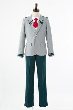短いネクタイと合わせた雄英高校の制服(男子冬服)。