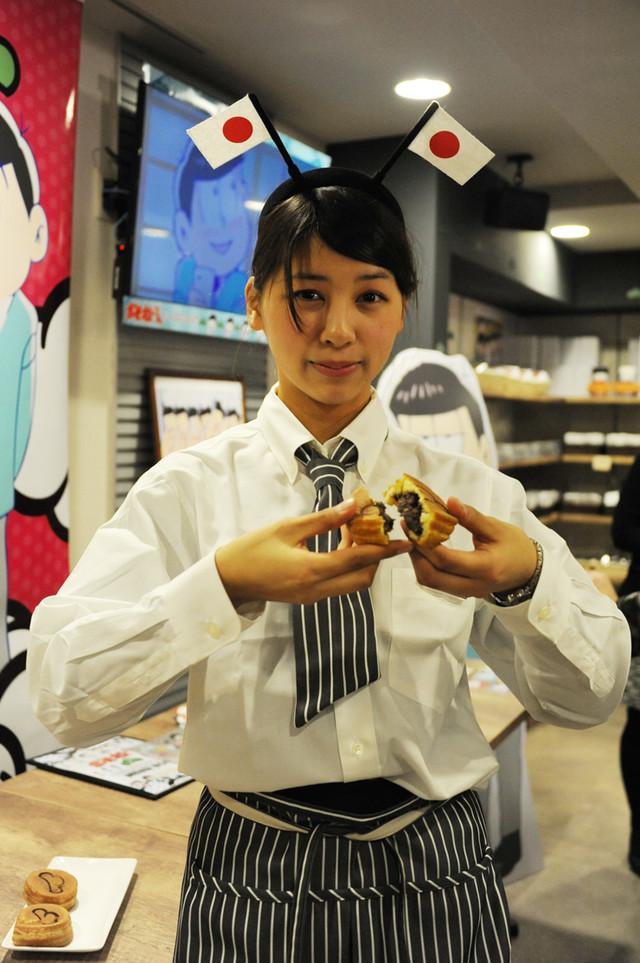 「どうやって分けんだよこの今川焼」は、あんことクリームの2つの味が楽しめる。