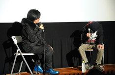 『母親との会話のシーンがかわいい』と言われ、思わず照れてしまう遠藤ミチロウ(右)。