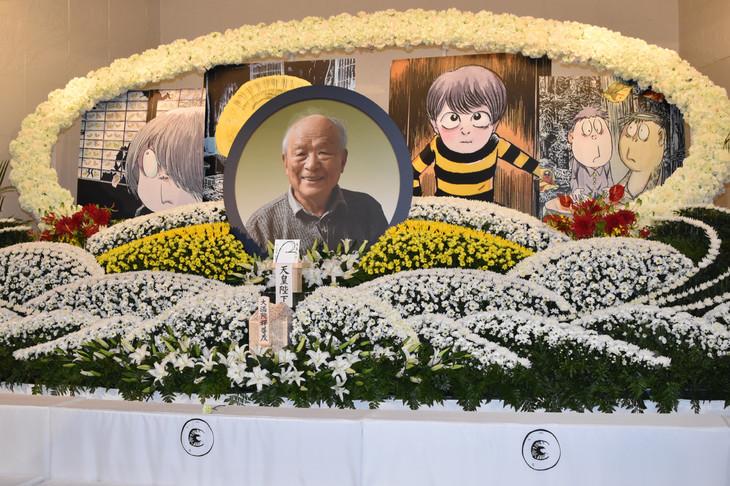 京極夏彦がデザインした祭壇。