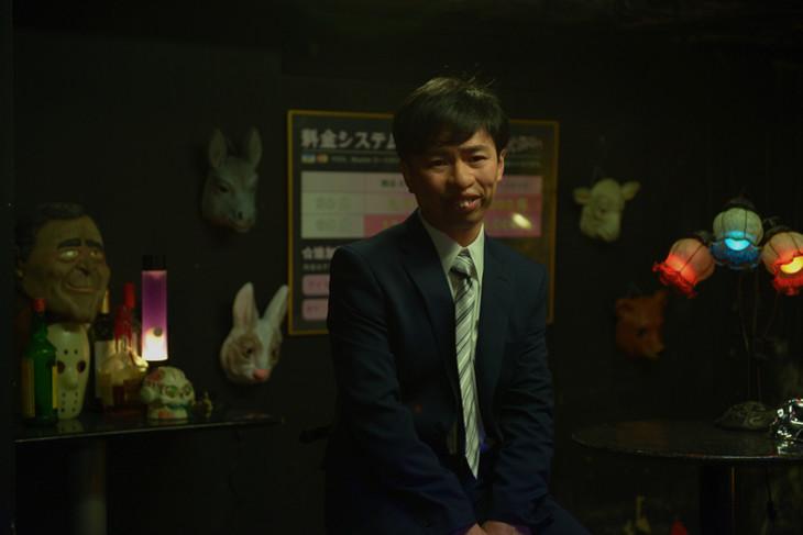 浜野謙太演じる鈴木博隆。(c)リチャード・ウー,すぎむらしんいち・講談社/「ディアスポリス」製作委員会