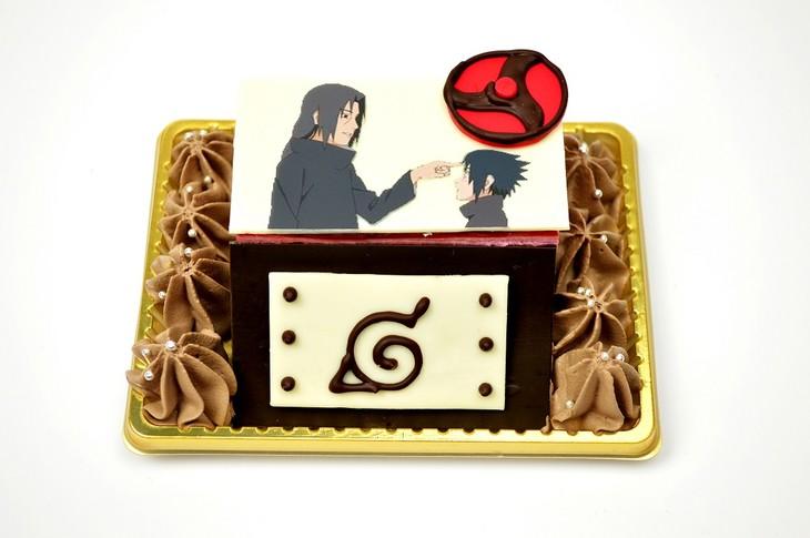 会場で販売される「イタチとサスケのケーキ」。