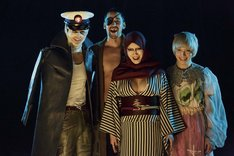 映画「少女椿」より。(左から)佐伯大地演じる鞭棄、深水元基演じる赤座、森野美咲演じる紅悦、武瑠(SuG)演じるカナブン。