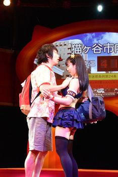 舞台「熱いぞ!猫ヶ谷!!」公開ゲネプロの様子。