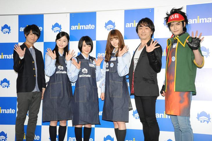 「アニメイト30周年プロジェクト」の記者会見の様子。(左から)斉藤壮馬、佐々木琴子、生駒里奈、松村沙友理、関智一、アニメ店長。