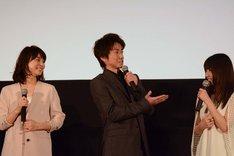 (左から)石田ゆり子、藤原竜也、有村架純。