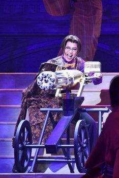 彩凪翔演じる武田観柳が、ガトリングガンを手に入れた喜びを爆発させるシーン。