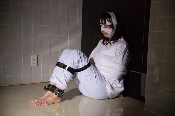 「シマウマ」より高橋メアリージュン演じる彩。(c)2015東映ビデオ