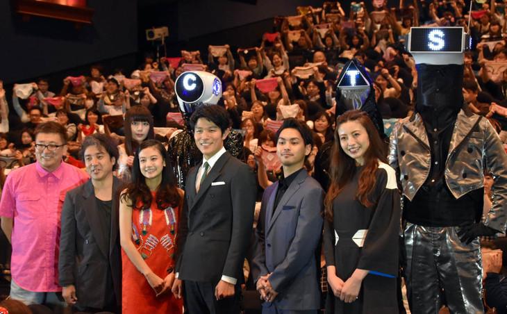 「HK/変態仮面 アブノーマル・クライシス」の舞台挨拶の様子。