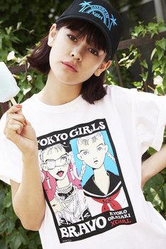 「【岡崎京子】X-girl×KYOKO OKAZAKI TOKYO GIRL BRAVO S/S BIG TEE」の着用イメージ。