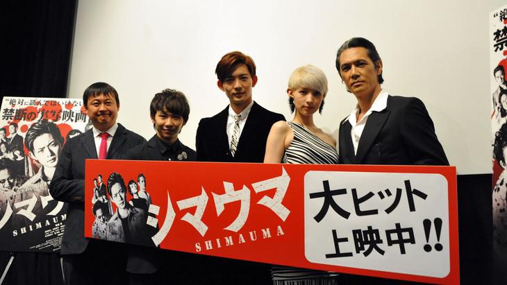 映画「シマウマ」初日舞台挨拶より、(左から)橋本一監督、須賀健太、竜星涼、日南響子、加藤雅也。