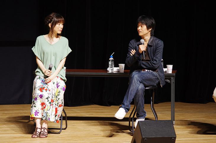 (左から)あさのますみ、畑健二郎。
