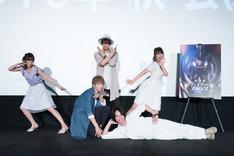 (後方左から)日笠陽子、相葉裕樹、井口裕香。(前方左から)浅沼晋太郎、池田純矢。