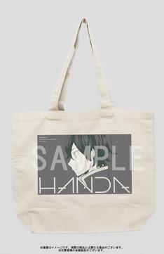 ヨシノサツキ描き下ろしイラストによる「はんだくん」のトートバッグ。応募者全員サービスにてゲットできる。(c)Satsuki Yoshino/SQUARE ENIX