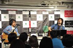 (左から)倉本美津留と浦沢直樹。