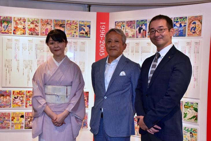 (左から)成田美名子、白泉社の代表取締役・鳥嶋和彦、三省堂書店専務取締役の亀井崇雄氏。